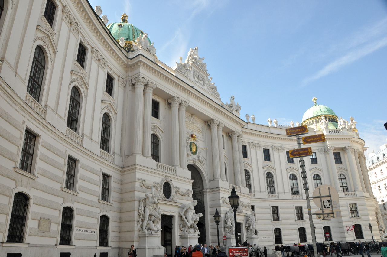 |Hofburg, Michaelertrakt vom Michaelerplatz